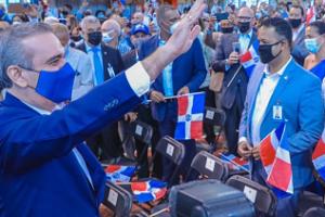 Presidente Luis Abinader juramentó 1,200 nuevos jóvenes ciudadanos dominicanos en Nueva York